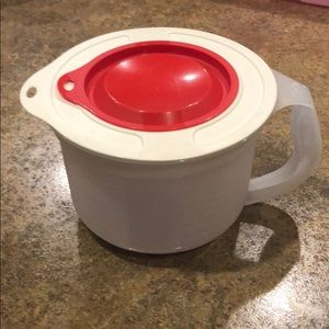 Tupperware 8 cup measuring pitcher